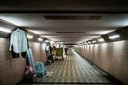 Hong Kong, China - Illustration of the economy as Hong Kong poverty line shows wealth gap with one in five poor homeless people's belongings line an underpass in Hong Kong, China, on May 02, 2018. Hong Kong, a city with a surging number of millionaires and home to some of Asias richest people, finds a fifth of its population living in poverty.Hong Kong, Chine - L'illustration de l'économie comme le seuil de pauvreté de Hong Kong montre l'écart de richesse avec un sans-abri pauvre sur cinq dont les effets personnels sont un passage souterrain à Hong Kong, Chine, le 2 mai 2018. Hong Kong, une ville qui compte un nombre croissant de millionnaires et qui abrite certaines des personnes les plus riches d'Asie, voit un cinquième de sa population vivre dans la pauvreté.