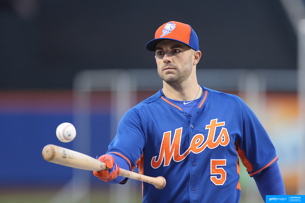 David Wright, New York Mets, during warm up before the MLB NLCS Playoffs game two, Chicago Cubs vs New York Mets at Citi Field, Queens, New York. USA. 18th October 2015. Photo Tim Clayton