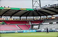 FODBOLD: Cheftræner Christian Lønstrup (FC Helsingør) i en stille stund før kampen i ALKA Superligaen mellem FC Midtjylland og FC Helsingør den 3. november 2017 på MCH Arena i Herning. Foto: Claus Birch