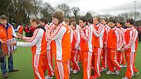 AERDENHOUT - 09-04-2012 - Oranje U16 na de gewonnen finale, maandag tijdens de finale tussen Nederland Jongens B en Spanje Jongens B  (3-1) , tijdens het Volvo 4-Nations Tournament op de velden van Rood-Wit in Aerdenhout. Jongens U16 wordt kampioen.FOTO KOEN SUYK
