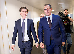28.11.2017, Ausweichquartier Parlament, Wien, AUT, Koalitionsverhandlungen von ÖVP und FPÖ anlässlich der Nationalratswahl 2017, im Bild ÖVP-Chef Sebastian Kurz und FPÖ-Chef Heinz-Christian Strache // Head of the Austrian Peoples Party (OeVP) Sebastian Kurz Head of the Austrian Freedom Party (FPOe) Heinz-Christian Strache during coalition negotiations between the Austrian Peoples Party and Austrian Freedom Party due to general elections 2017 in Vienna, Austria on 2017/11/28, EXPA Pictures © 2017, PhotoCredit: EXPA/ Michael Gruber