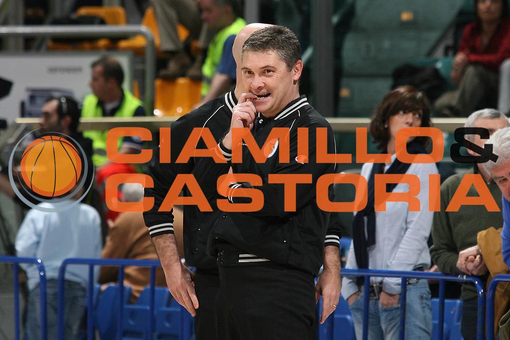 DESCRIZIONE : Bologna Lega A1 2007-08 Upim Fortitudo Bologna Eldo Napoli<br /> GIOCATORE : Arbitro D Este <br /> SQUADRA :<br /> EVENTO : Campionato Lega A1 2007-2008 <br /> GARA : Upim Fortitudo Bologna Eldo Napoli<br /> DATA : 17/04/2008<br /> CATEGORIA :   <br /> SPORT : Pallacanestro <br /> AUTORE : Agenzia Ciamillo-Castoria/M.Marchi