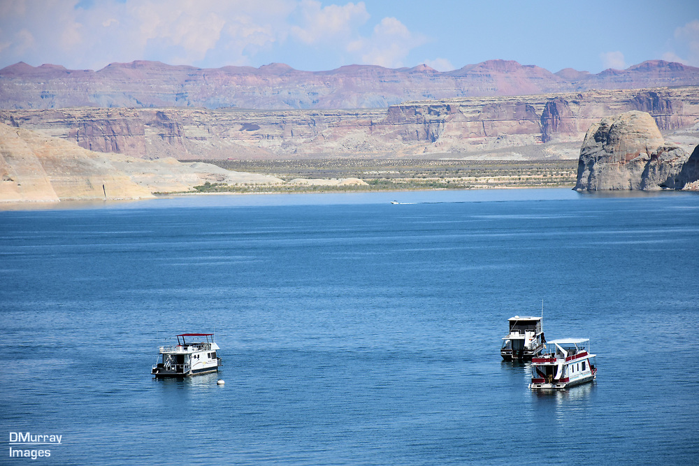 Houseboats on Wahweap Bay, Lake Powell, Utah - Arizona, USA