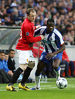 20090415: PORTO, PORTUGAL - FC Porto vs Manchester United: Champions League 2008/2009 – Quarter Finals – 2nd leg. In picture: Cissokho and Rooney . PHOTO: Manuel Azevedo/CITYFILES