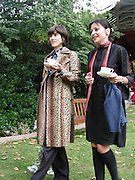 Bella Freud and Pearl Lowe. Afternoon tea party before the Frost French fashion show. Regents Park. 15 September 2002. © Copyright Photograph by Dafydd Jones 66 Stockwell Park Rd. London SW9 0DA Tel 020 7733 0108 www.dafjones.com