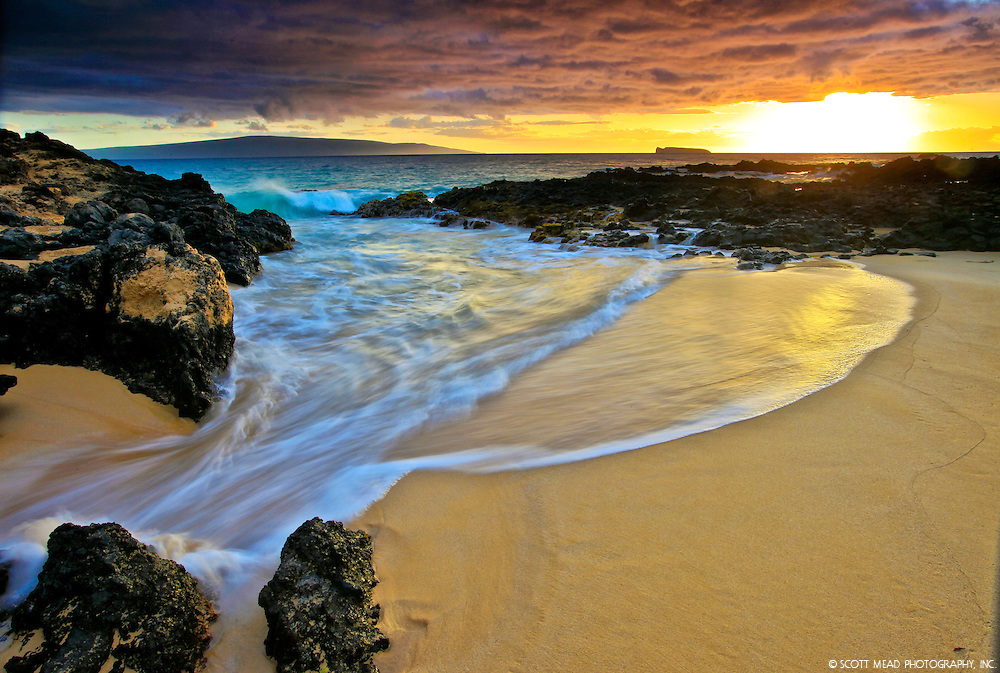 Sunset at Secret Beach, Wedding Beach, Makena Cove, in Makena, Wailea, Maui, Hawaii, background of Molokini