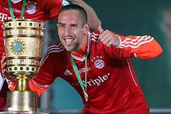 01.06.2013, Olympiastadion, Berlin, GER, DFB Pokal, FC Bayern Muenchen vs VfB Stuttgart, Finale, im Bild Franck RIBERY (FC Bayern Muenchen) mit dem Pokal, DFB Pokal, Pokal, Pokaluebergabe, quer, querformat, Siegerfoto, Gewinner, Siegerehrung, Pokalsieger, Freude, lachen, lachend // during the DFB Pokal Final Match between FC Bayern Munich and VfB Stuttgart at the Olympiastadium, Berlin, Germany on 2013/06/01. EXPA Pictures &copy; 2013, PhotoCredit: EXPA/ Eibner/ Eckhard Eibner<br /> <br /> ***** ATTENTION - OUT OF GER *****