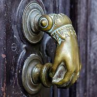 Picaporte de una puerta de una casa de Málaga, Andalucia. España. Handle of a door of a house in Malaga, Andalucia. Spain