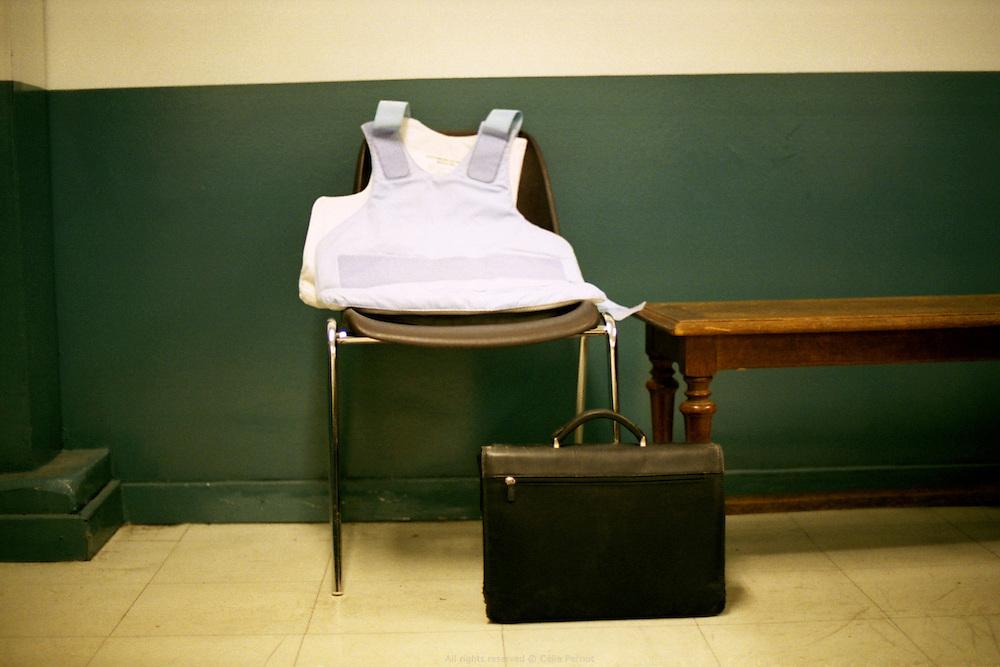 Dans la salle d'attente r&eacute;serv&eacute;e aux policiers au tribunal de grande instance d'Evry.<br /> In the waiting room of Evry city's court.