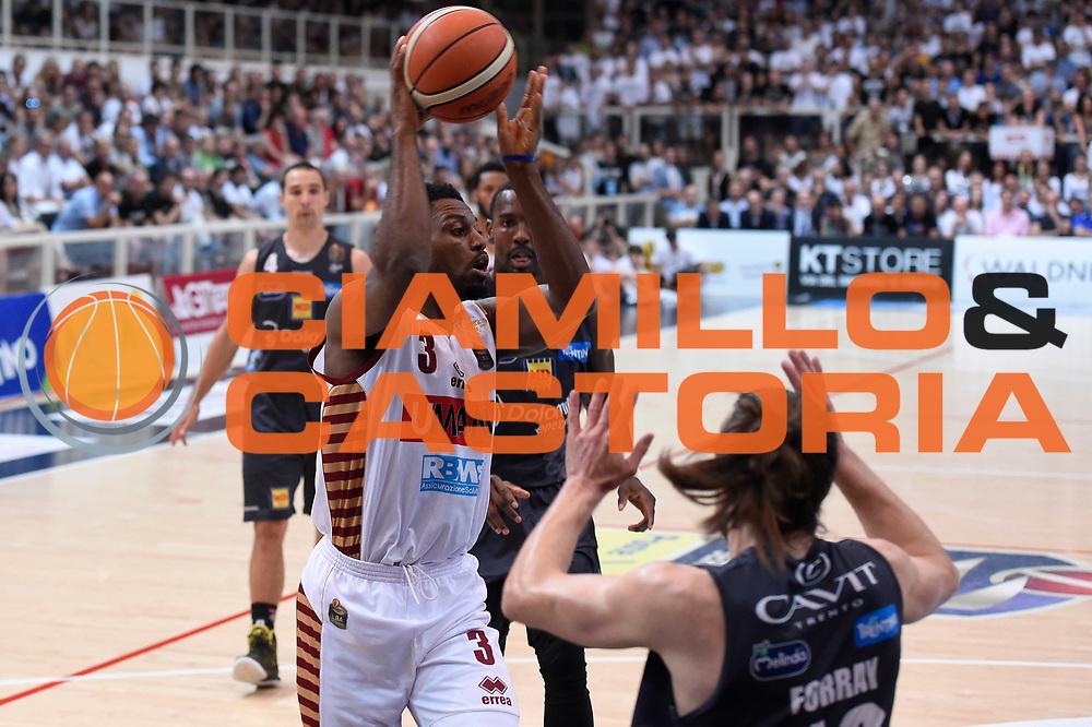 Melvin Ejim<br /> Dolomiti Energia Aquila Basket Trento - Umana Reyer Venezia<br /> Lega Basket Serie A 2016/2017<br /> Playoff, finale gara 4<br /> Trento, 16/06/2017<br /> Foto M.Ceretti / Ciamillo-Castoria