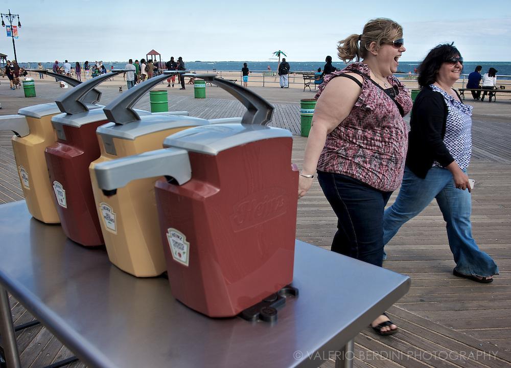 A cheerful stroll on the boardwalk