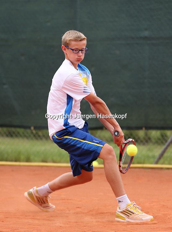 Audi GW:plus Zentrum Muenchen Junior Open 2014, Tennis Europe Junior Tour,Sandplatz, Junioren Turnier, BS14,Maximilian Schmidt (GER),<br /> Aktion,Einzelbild,Ganzkoerper,Hochformat,
