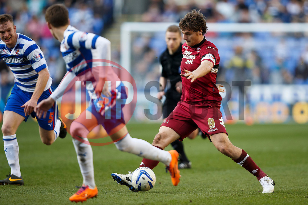 Derby Forward Chris Martin (ENG) in action - Photo mandatory by-line: Rogan Thompson/JMP - 07966 386802 - 15/09/2014 - SPORT - FOOTBALL - Madejski Stadium - Reading - Reading v Derby County - Sky Bet Football League Championship.
