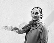 """""""Ionut soll es<br /> einmal besser haben""""<br /> Carmen, 39, verkauft Hinz&Kunzt vor Aldi in Lüneburg. Carmen hat gerade<br /> einen Herzinfarkt<br /> überlebt. Trotzdem<br /> tut sie alles dafür,<br /> dass ihre Kinder eine<br /> ZUKUNFT haben."""