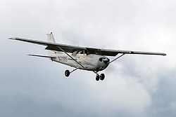 Cessna 172S (N410BS) on approach into Palo Alto Airport (KPAO), Palo Alto, California, United States of America