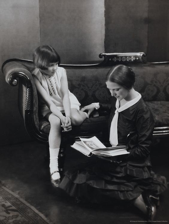 Ethel Mannin, reading to young girl, England, UK, 1929