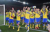 FUSSBALL: UEFA  U21-EUROPAMEISTERSCHAFT  2015  FINALE Schweden - Portugal     30.06.2015  Schweden ist Europameister und bejubeln den Sieg mit dem Pokal, gehalten von Joseph Baffo