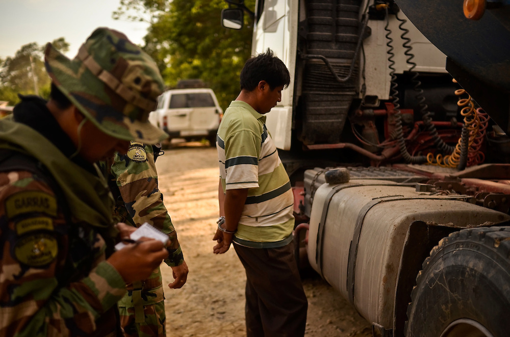 """A man under arrest for being caught with 75 bags of raw coca, found during a raid, along with processing materials to convert it into cocaine-base in Villa Nuevo Horizonte, a dangerous area in the department of Santa Cruz were narcotraffiking runs rampant. FELCN officials report it is the area of Bolivia most thickly dense of narcotraffickers and cocaine-base processing laboratories.  FELCN police commonly referred to it as a """"narco pueblo""""."""