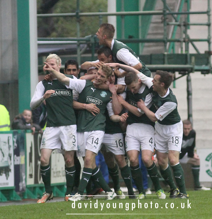 David Wotherspoon celebration after he scored the only goal of the game - Hibernian v Dundee - Clydesdale Bank Scottish Premier League at Easter Road.. - © David Young - www.davidyoungphoto.co.uk - email: davidyoungphoto@gmail.com
