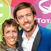 NLD/Hilversum/20150715 - Premiere Binnenstebuiten, Mattie Valk en partner Kirsten