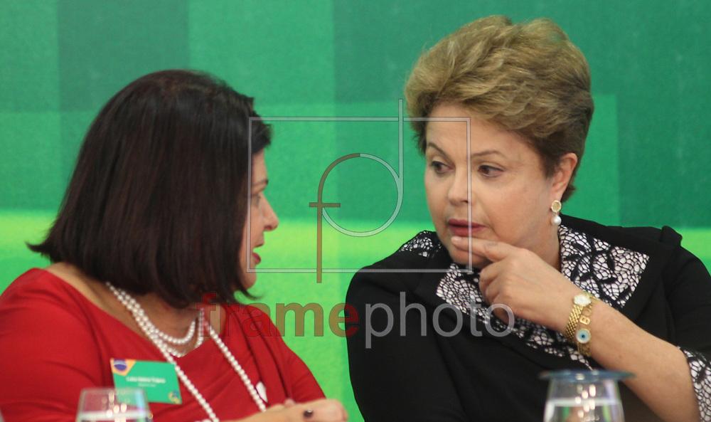 Brasilia, 08/10/2013. Presidenta Dilma Roussef durante reuniao com empresarias, no palacio do planalto. Na foto com a empresaria Luiza Trajano.Foto: Joel Rodrigues/FRAME