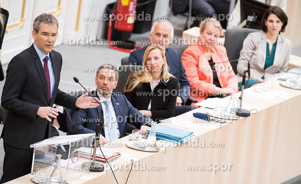21.03.2018, Hofburg, Wien, AUT, Parlament, Sitzung des Nationalrates mit Budgetrede des Finanzministers für das Doppelbudget 2018 und 2019, im Bild v.l.n.r. Finanzminister Hartwig Löger (ÖVP), Innenminister Herbert Kickl (FPÖ), Familien- und Jugendministerin Juliane Bogner-Strauß (ÖVP), Justizminister Josef Moser (ÖVP), Gesundheits- und Frauenministerin, Ministerin für Arbeit Soziales und Konsumentenschutz Beate Hartinger-Klein (FPÖ) und Staatssekretärin im Innenministerium Karoline Edtstadler (ÖVP) // f.l.t.r. Austrian Minister for Finance Hartwig Loeger, Austrian Minister for the Interior Herbert Kickl, Austrianminister for family affairs Juliane Bogner-Strauss, Austrian Minister for Justice Josef Moser, Austrian Minister for Health and Women's Affairs Beate Hartinger-Klein and Austrian State Secretary of the Interior Ministry Karoline Edstadler during meeting of the National Council of austria with the presentation of the Austrian government budget for 2018 and 2019 at Hofburg palace in Vienna, Austria on 2018/03/21, EXPA Pictures © 2018, PhotoCredit: EXPA/ Michael Gruber