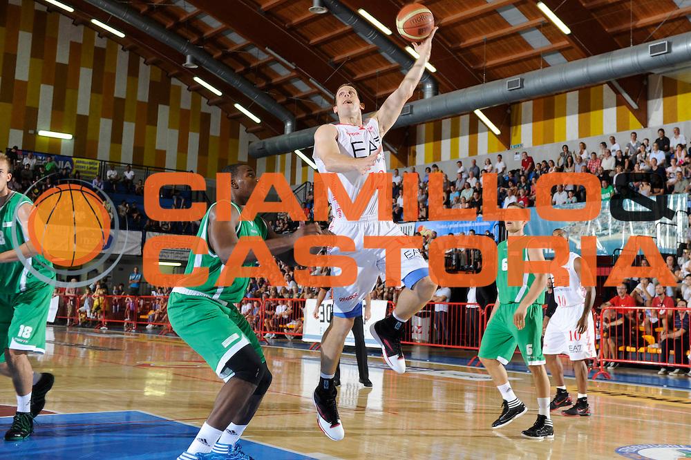 DESCRIZIONE : Caorle Lega A 2011-2012 Torneo Citta di Caorle Precampionato Benetton Treviso EA7-Emporio Armani Milano<br /> GIOCATORE : Mason Rocca<br /> CATEGORIA : tiro penetrazione<br /> SQUADRA : EA7-Emporio Armani Milano<br /> EVENTO : Campionato Lega A 2011-2012<br /> GARA : Benetton Treviso EA7-Emporio Armani Milano<br /> DATA : 17/09/2011<br /> SPORT : Pallacanestro<br /> AUTORE : Agenzia Ciamillo-Castoria/C.De Massis<br /> GALLERIA : Lega Basket A 2011-2012<br /> FOTONOTIZIA : Caorle Lega A 2011-2012 Torneo Citta di Caorle Precampionato Benetton Treviso EA7-Emporio Armani Milano<br /> PREDEFINITA :