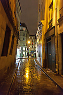 rue Cloche perce , le marais , under the rain at night  /// paris sous la pluie, le marais  la nuit