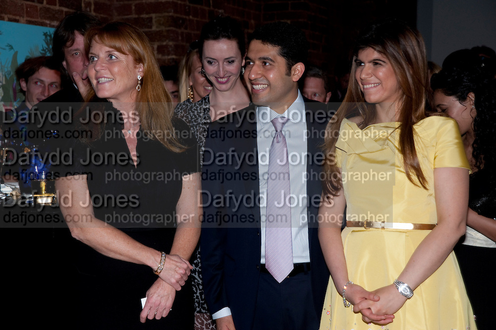 SARAH DUCHESS OF YORK;; CYRUS VANDREVALA;  PRIA VANDREVELA;  The launch party for Elephant Parade hosted at the house of  Jan Mol. Covent Garden. London. 23 June 2009.