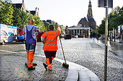 Nederland, Groningen, 20-8-2016Na de zaterdagmarkt wordt het plein door de milieudienst schoongemaakt en geveegd .Foto: Flip Franssen