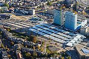 Nederland, Gelderland, Arnhem, 24-10-2013; centrum van de stad met station Arnhem Centraal met nieuwe stationshal, ontwerp UNStudio. Naast het station de kantoortorens van Essent en Arcadis.<br /> Central Station Arnhem with new  building.<br /> luchtfoto (toeslag op standaard tarieven);<br /> aerial photo (additional fee required);<br /> copyright foto/photo Siebe Swart.