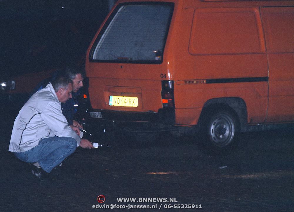 Onderzoek recherche schietpartij oosterspoorplein Hilversum, wapen onder auto