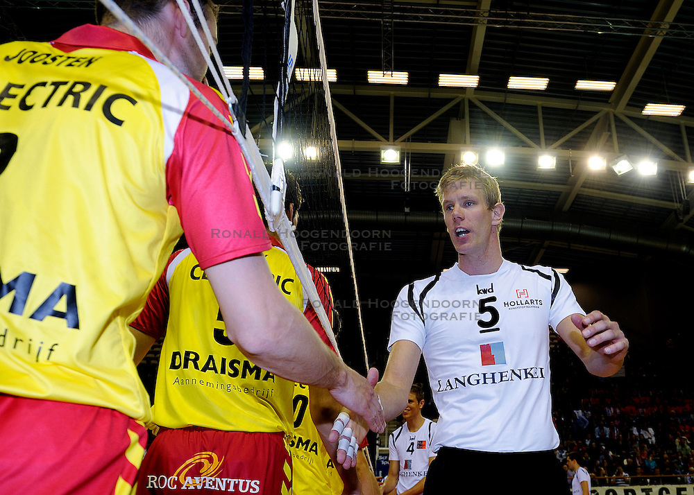 10-04-2011 VOLLEYBAL: BEKERFINALE DRAISMA APELDOORN - LANGHENKEL VOLLEY: ALMERE<br /> Captain Bart-Jan van der Mark<br /> ©2011 Ronald Hoogendoorn Photography