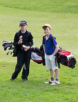 HOLYWOOD - John en Archie, jeugdleden van Holywood spelen iedere dag.  Holywood GC (Noord Ierland) - COPYRIGHT KOEN SUYK