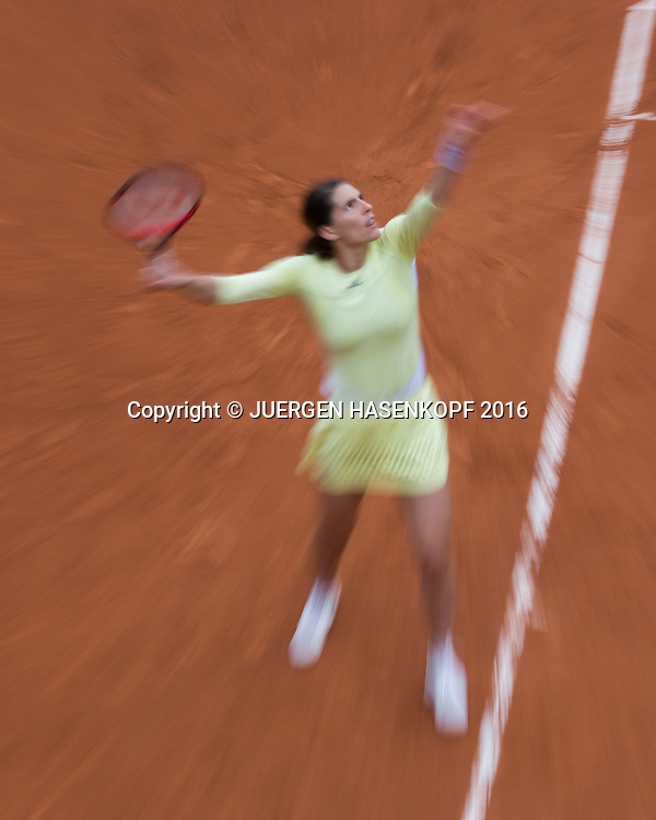 Andrea Petkovic (GER),Aufschlag,Zoomeffekt,von oben,<br /> <br /> Tennis - French Open 2016 - Grand Slam ITF / ATP / WTA -  Roland Garros - Paris -  - France  - 24 May 2016.