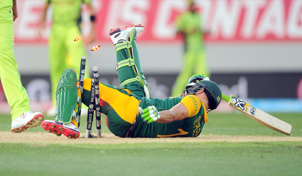 South Africa's Francois du Plessis takes out the stumps as he dives in to make his ground against Pakistan in the ICC Cricket World Cup at Eden Park, Auckland, New Zealand, Saturday, March 07, 2015. Credit:SNPA / Ross Setford
