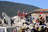 L'Aquila 6 Aprile 2009.Terremoto all'Aquila.Soccorritori alla ricerca di superstiti in un palazzo crollato  in via XX Settembre.Earthquake to the city of L'Aquila.Rescue workers search for trapped people on a damaged building in  street XX Settembre.