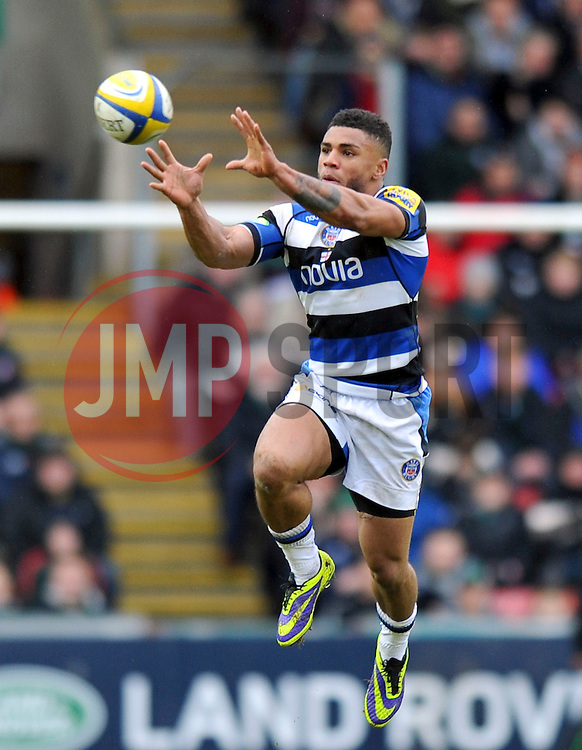 Kyle Eastmond (Bath) catches the ball in the air - Photo mandatory by-line: Patrick Khachfe/JMP - Tel: Mobile: 07966 386802 05/01/2014 - SPORT - RUGBY UNION -  Welford Road, Leicester - Leicester Tigers v Bath - Aviva Premiership.