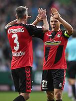 FUSSBALL     1. BUNDESLIGA     SAISON 2016/2017  SV Werder Bremen - SC Freiburg          29.10.2016 Freude nach dem Abpfiff: Marc Torrejon (li) und Nicolas Hoefler (re, beide SC Freiburg)
