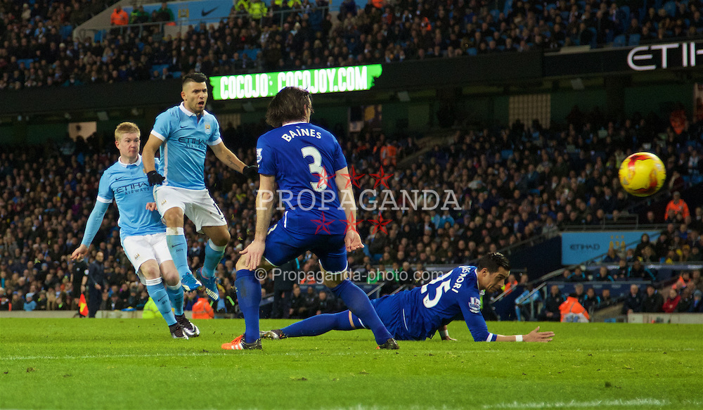 MANCHESTER, ENGLAND - Wednesday, January 27, 2016: Manchester City's Kevin De Bruyne scores the second goal against Everton during the Football League Cup Semi-Final 2nd Leg match at the City of Manchester Stadium. (Pic by David Rawcliffe/Propaganda)