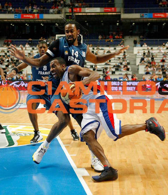 DESCRIZIONE : Madrid Spagna Spain Eurobasket Men 2007 Quarter Final Quarti di Finale Russia France Russia Francia <br /> GIOCATORE : Jon Holden<br /> SQUADRA : Russia Russia<br /> EVENTO : Eurobasket Men 2007 Campionati Europei Uomini 2007 <br /> GARA : Russia France Russia Francia <br /> DATA : 13/09/2007 <br /> CATEGORIA : Palleggio<br /> SPORT : Pallacanestro <br /> AUTORE : Ciamillo&amp;Castoria/T.Wiedensohler<br /> Galleria : Eurobasket Men 2007 <br /> Fotonotizia : Madrid Spagna Spain Eurobasket Men 2007 Quarter Final Quarti di Finale Russia France Russia Francia <br /> Predefinita :