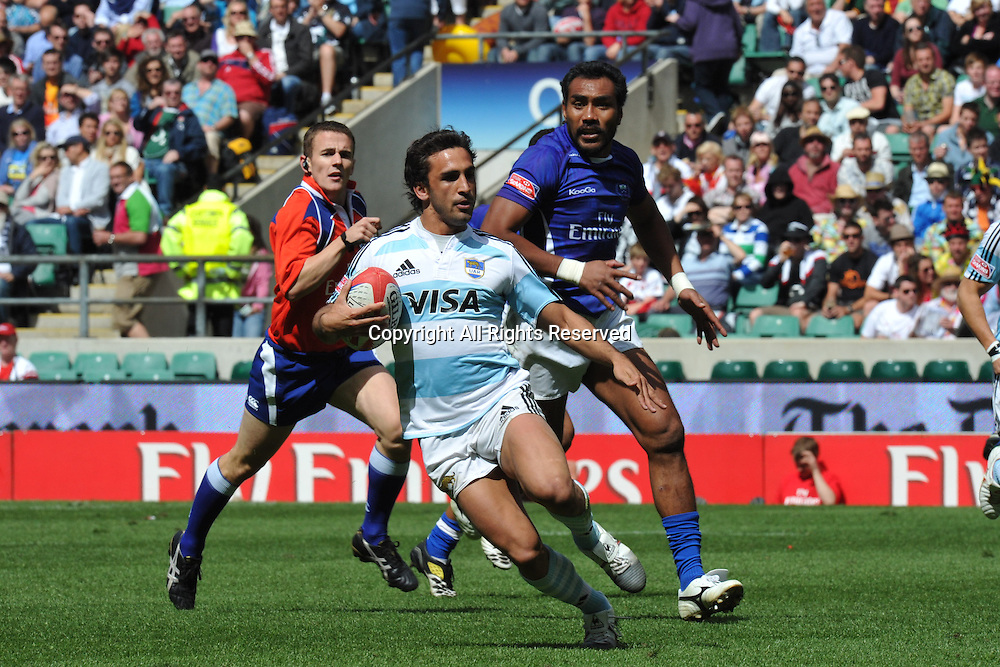 22.05.2011. Twickenham, Middlesex.  Lucas Alcacer  (ARG) in action at the Rugby Union HSBC Sevens World Series from Twickenham.