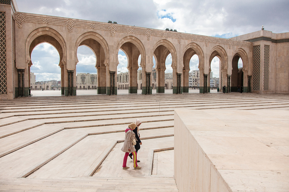 Young girls walking near the most important mosque of Morocco, Hassan II. This picture has a symbolic meaning for me, and speaks of the relationship between tradition, religion and daily life of the Moroccan people.