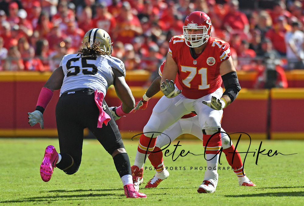 KANSAS CITY, MO - OCTOBER 23:  Offensive Mitchell Schwartz #71 of the Kansas City Chiefs gets set on the line against defensive end Darryl Tapp #55 of the New Orleans Saints during the first half on October 23, 2016 at Arrowhead Stadium in Kansas City, Missouri.  (Photo by Peter G. Aiken/Getty Images) *** Local Caption *** Mitchell Schwartz;Darryl Tapp