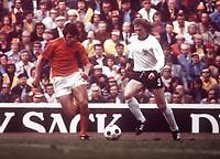 Fotball<br /> Foto: Fotosports/Digitalsport<br /> NORWAY ONLY<br /> <br /> WORLD CUP FINAL MUNICH  TYSKLAND V HOLLAND (2-1)  07/07/1974<br /> JURGEN GRABOWSKI (GERMANY)<br /> WIM VAN HANEGEM (HOLLAND)