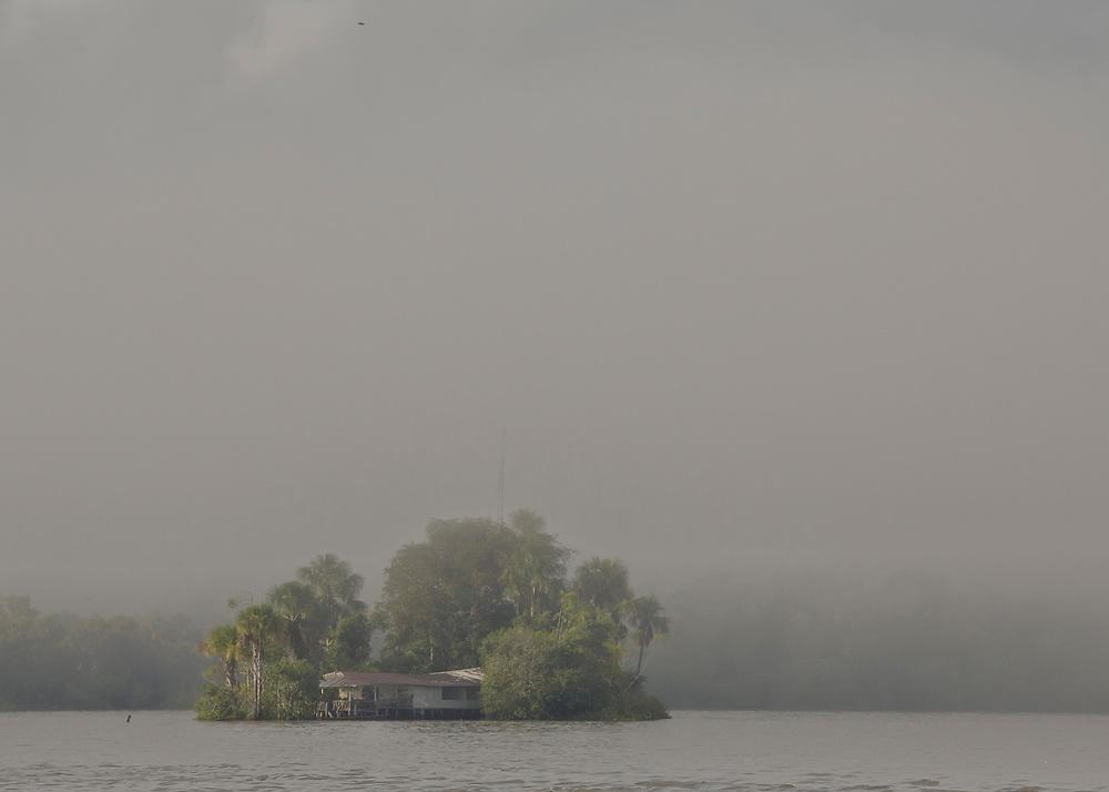 Br&eacute;sil, Amapa.<br />   <br /> Ilha do sol, &quot;l'ile du soleil&quot;. D'un cote de l'ile la Guyane, de l'autre le Bresil.