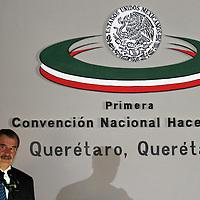 Queretaro, Qro.- El presidente de la republica, Vicente Fox Quesada durante la ceremonia inaugural de la I Convencion nacional Hacendaria en la ciudad de Queretaro el 5 de Febrero de 2004. Agencia MVT / Mario Vazquez de la Torre.