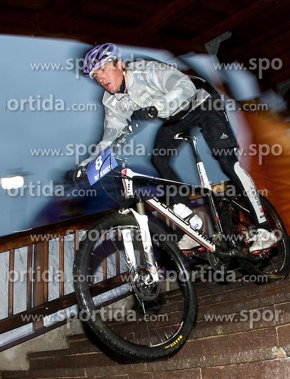 05.08.2010, Geschäftszeile, Kaprun, AUT, Bike Infection 2010, XC Battle, im Bild #08, Frank Beemer, (NL, TREK Brentjens Mountainbike Racing Team), EXPA Pictures © 2010, PhotoCredit: EXPA/ J. Feichter / SPORTIDA PHOTO AGENCY