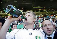 18-05-2008 Voetbal:ADO DEN HAAG:RKC Waalwijk:Waalwijk<br /> Cornelisse neemt maar een flinke slok champagne <br /> Foto: Geert van Erven