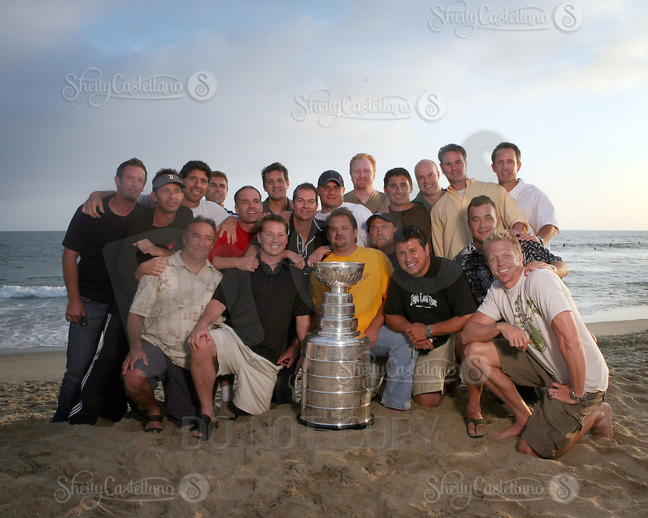 17 June 2007: PBHA. Portrait of family, friends and hockey players on the sand in Newport Beach, CA on Fathers Day with the NHL Stanley Cup for the Hockey News courtesy of the Hockey Hall of Fame.  PERSONAL USE ONLY!!!!!!!